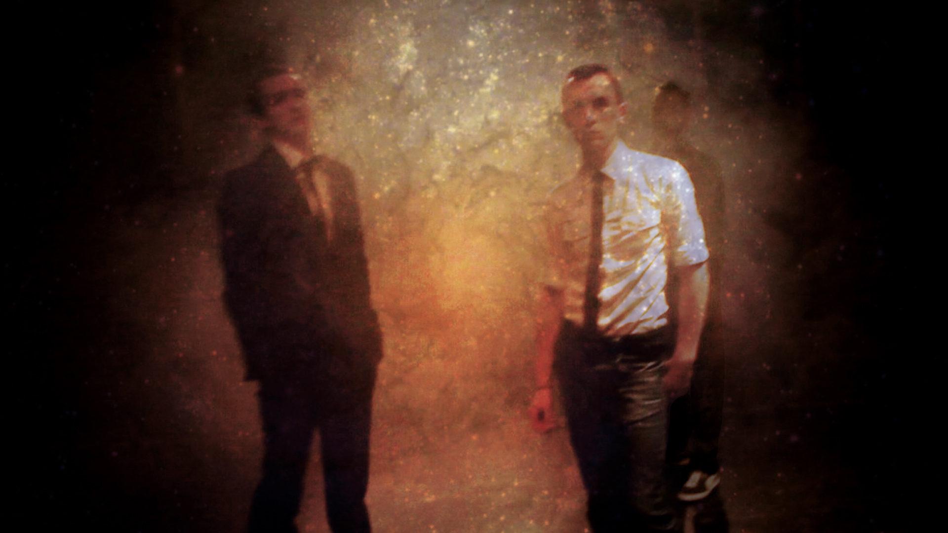 3 personnes de face poussière d'étoiles